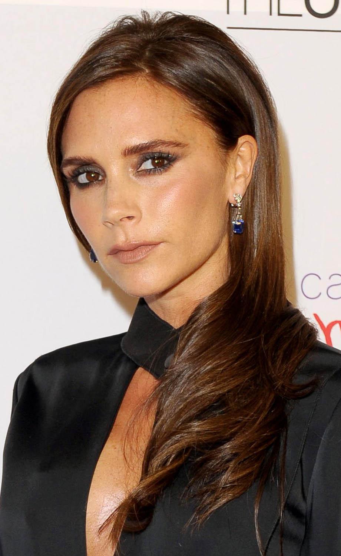 hair-makeup-victoriabeckham-brun-long-down-sidepart-eyeliner.jpg