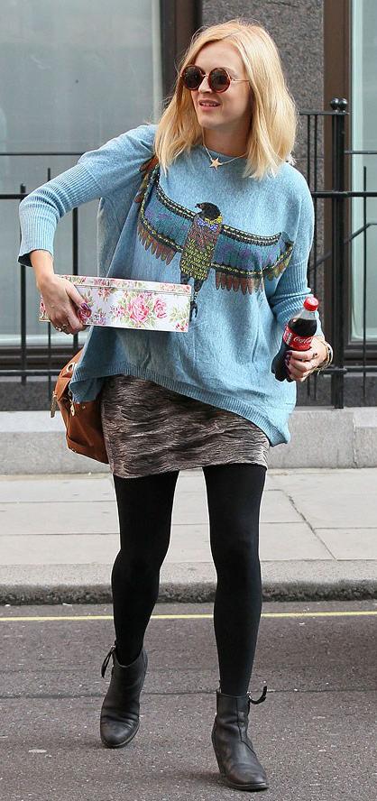 grayl-mini-skirt-blue-light-sweater-cognac-bag-sun-black-tights-black-shoe-booties-fearnecotton-wear-style-fashion-fall-winter-celebrity-streetstyle-blonde-weekend.jpg