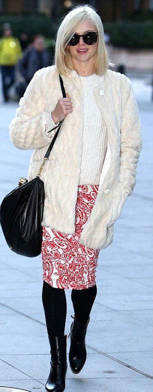 red-pencil-skirt-white-sweater-black-bag-black-tights-sun-howtowear-style-fashion-fall-winter-white-jacket-coat-fur-fuzz-black-shoe-booties-fearnecotton-blonde-work.jpg