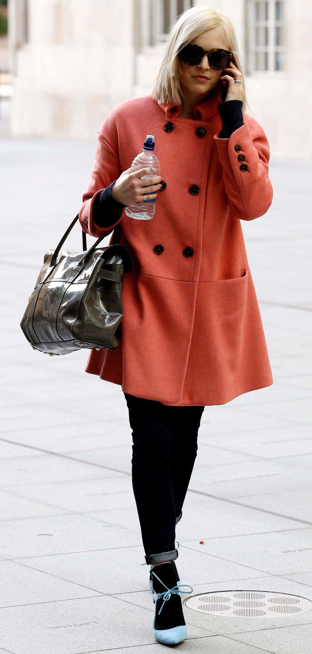 black-skinny-jeans-black-sweater-fearnecotton-wear-outfit-fashion-fall-winter-blue-shoe-pumps-orange-jacket-coat-socks-brown-bag-sun-blonde-work.jpg