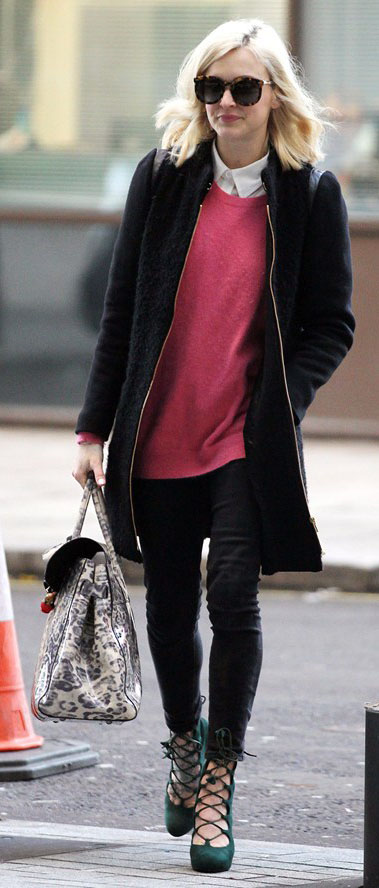 black-skinny-jeans-white-top-collared-shirt-r-pink-magenta-sweater-black-jacket-coat-green-shoe-pumps-white-bag-sun-fearnecotton-outfit-fall-winter-celebrity-blonde-work.jpg
