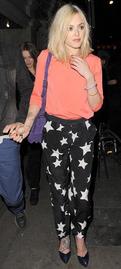 black-joggers-pants-zprint-orange-tee-purple-bag-blue-shoe-pumps-star-wear-style-fashion-spring-summer-blonde-fearnecotton-celebrity-dinner.jpg