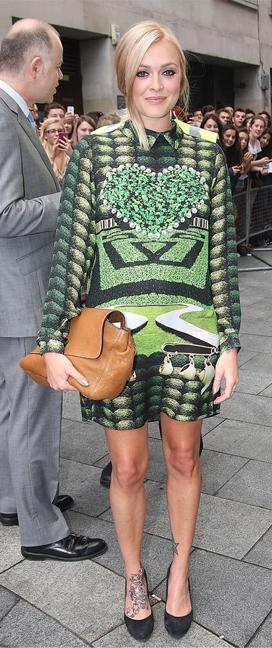 green-emerald-dress-zprint-graphic-black-shoe-pumps-cognac-bag-bun-mini-wear-style-fashion-fall-winter-fearnecotton-blonde-dinner.jpg