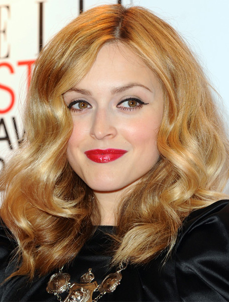 hair-makeup-fearnecotton-blonde-long-wavy-redlips.jpg