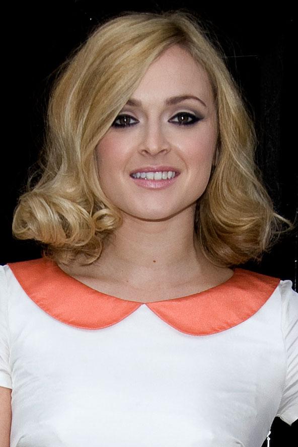 hair-makeup-fearnecotton-blonde-wavy-bob-curledunder-eyeliner.jpg