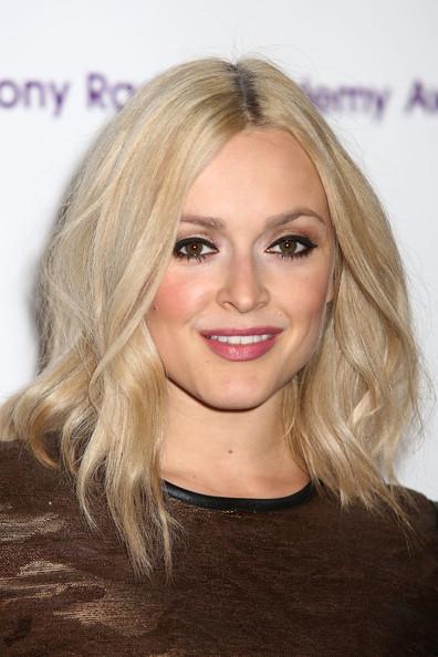 hair-makeup-fearnecotton-blonde-lob-wavy-eyeliner.jpg