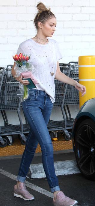 blue-med-skinny-jeans-white-tee-pink-shoe-sneakers-choker-bun-blonde-spring-summer-gigihadid-weekend.jpg
