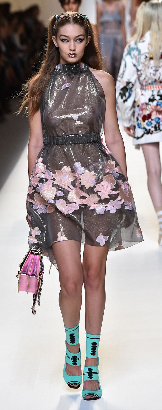 grayd-dress-mini-sheer-floral-gigihadid-hairr-pink-bag-green-shoe-sandalh-howtowear-fashion-style-outfit-spring-summer-lunch.jpg