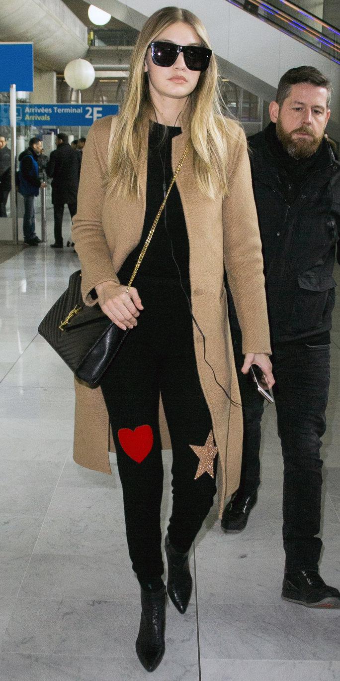 black-skinny-jeans-black-tee-o-tan-jacket-coat-black-bag-sun-crossbody-howtowear-style-fashion-fall-winter-black-shoe-booties-gigihadid-celebrity-blonde-lunch.jpg