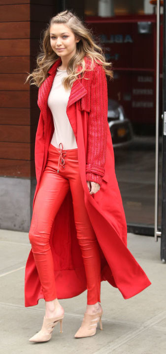 red-joggers-pants-white-tee-red-jacket-coat-trench-leather-tan-shoe-pumps-wear-style-fashion-spring-summer-gigihadid-newyork-duster-mono-blonde-dinner.jpg