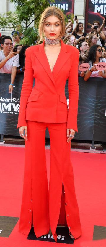 red-pantsuit-gigihadid-spring-summer-blonde-elegant.jpg