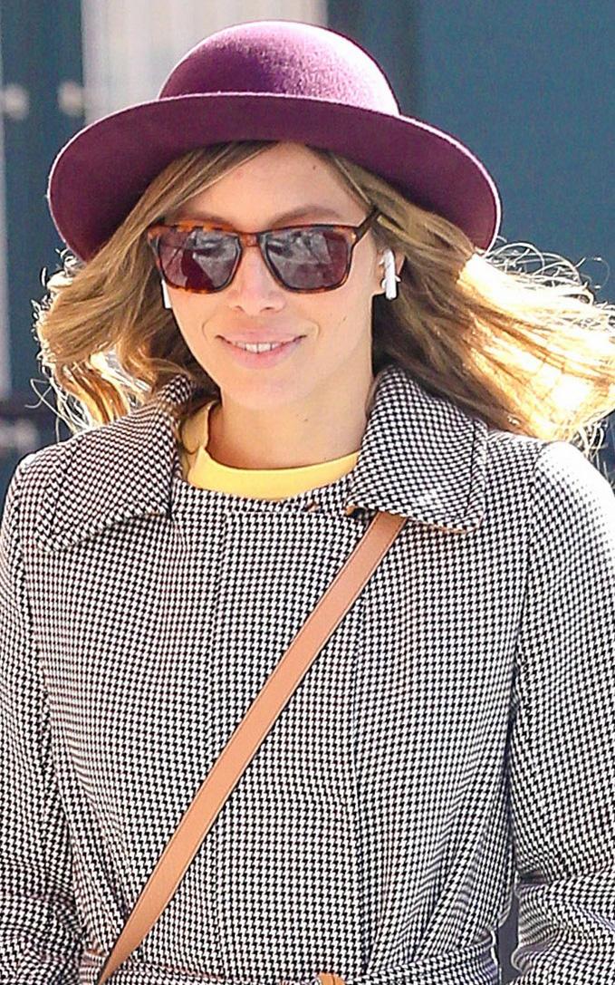 what-to-wear-oval-face-shape-style-haircut-sunglasses-hat-earrings-jewelry-jessicabiel-purple.JPG
