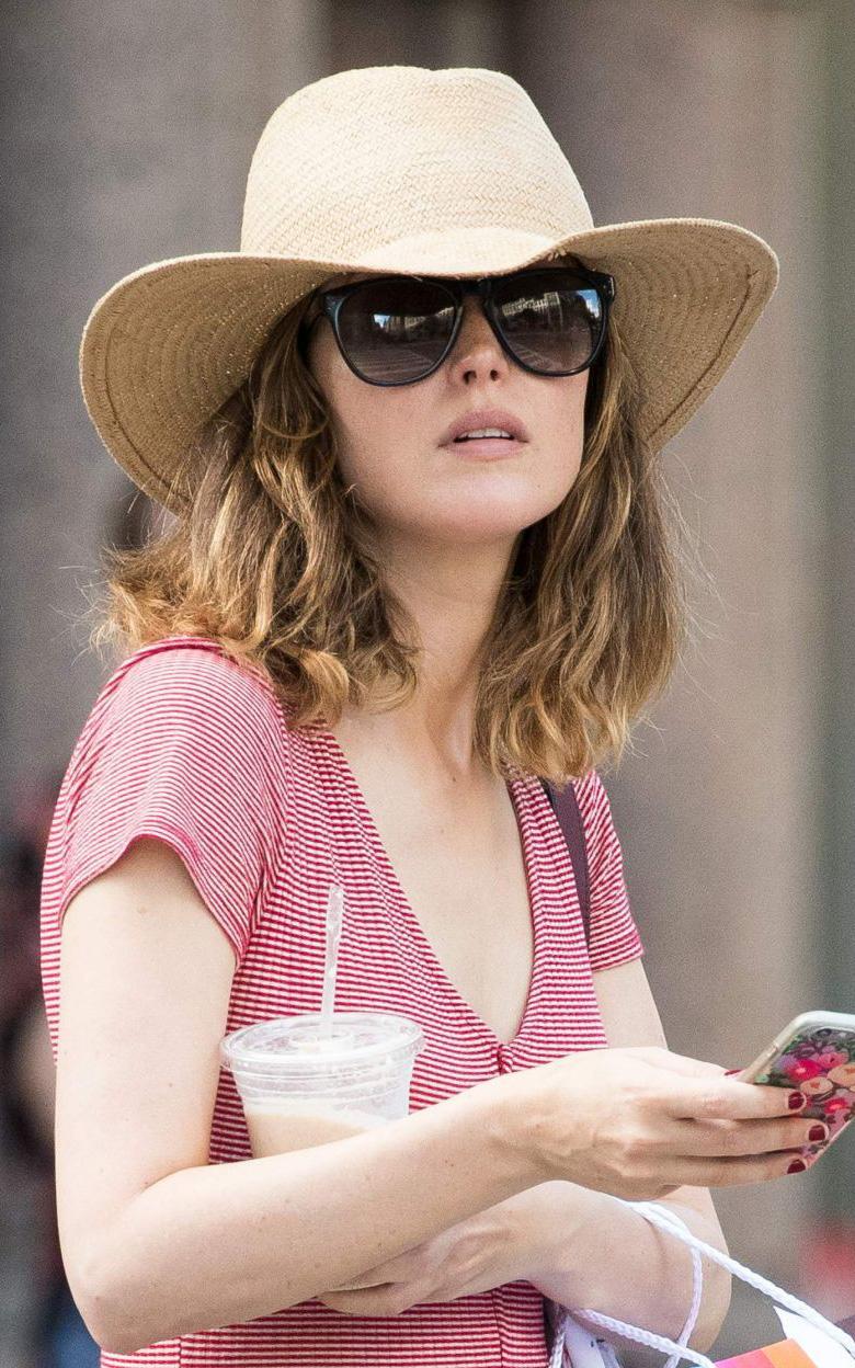 what-to-wear-oval-face-shape-style-haircut-sunglasses-hat-earrings-jewelry-rosebyrne.jpg