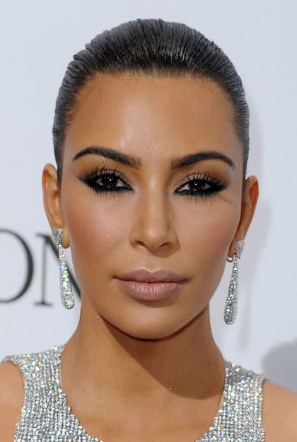 hair-makeup-kimkardashian-brun-eyeliner-earrings-sleek.jpg