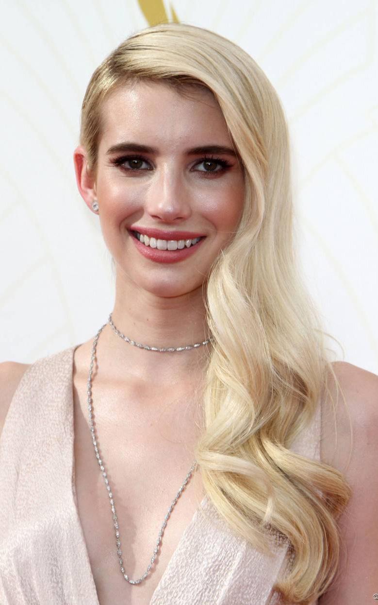 what-to-wear-oval-face-shape-style-haircut-sunglasses-hat-earrings-jewelry-emmaroberts-blonde-sidepart-long-wavy-choker-.jpg