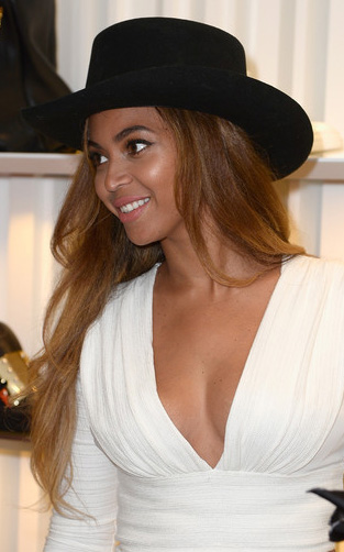 what-to-wear-oval-face-shape-style-haircut-sunglasses-hat-earrings-jewelry-beyonce-white.jpg