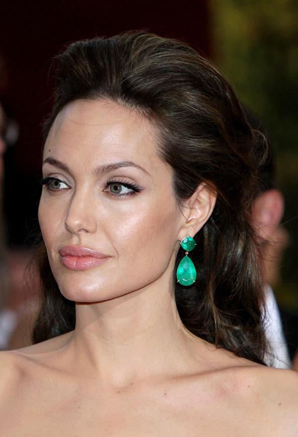 hair-makeup-angelinajolie-brun-halfup-earrings.jpg