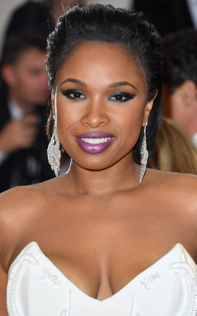 what-to-wear-round-face-shape-style-haircut-sunglasses-hat-earrings-jewelry-jenniferhudson-updo.jpg