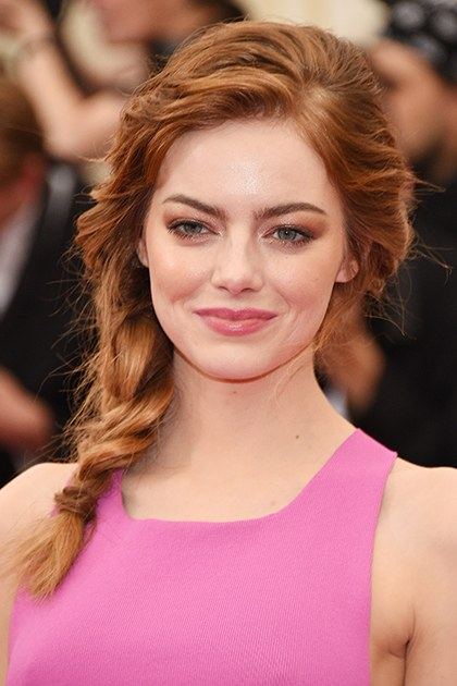 hair-emmastone-makeup-hairr-side-braid-pink-eyeshadow.jpg