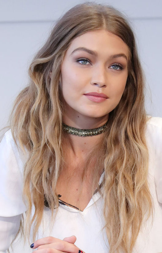 hair-makeup-gigihadid-blonde-long-wavy-choker-middlepart.jpg