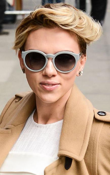 hair-detail-bombshell-sexy-style-type-scarlettjohansson-camel-coat-white-dress-short-hair-sunglasses.jpg