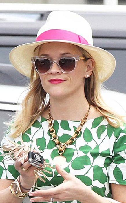 what-to-wear-heart-face-shape-style-haircut-sunglasses-hat-earrings-jewelry-reesewitherspoon-hat-panama-pink-necklace.jpg