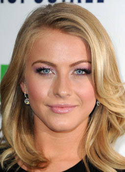 hair-juliannehough-blonde-makeup-long-pink-lips-sidepart.jpg