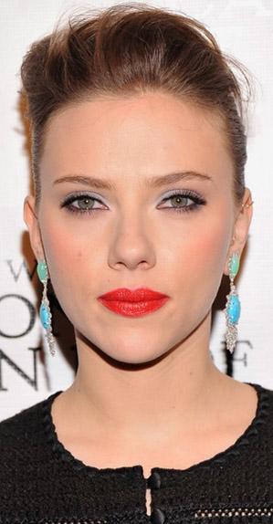 hair-makeup-scarlettjohansson-blonde-blue-earrings-redlips-eyeliner-updo-black.jpg