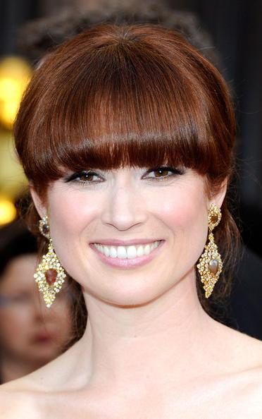 what-to-wear-pear-face-shape-style-haircut-sunglasses-hat-earrings-jewelry-elliekemper-oscars-bangs-updo.jpg