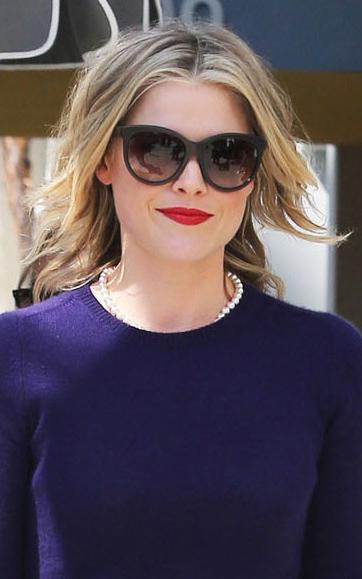what-to-wear-pear-face-shape-style-haircut-sunglasses-hat-earrings-jewelry-alilarter-redlips-blonde.jpg