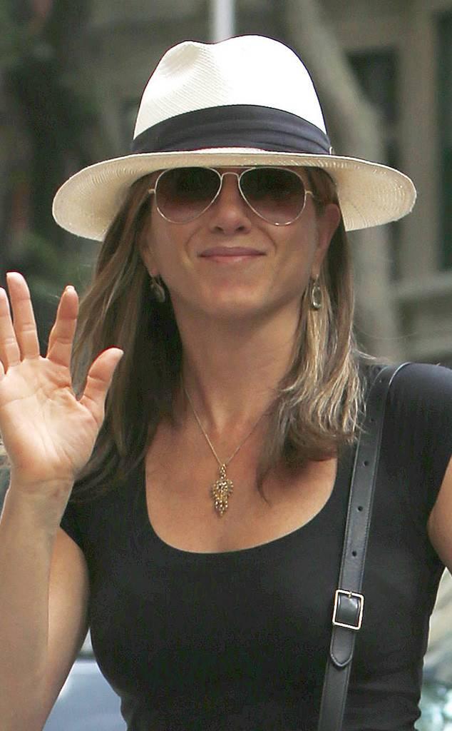 what-to-wear-pear-face-shape-style-haircut-sunglasses-hat-earrings-jewelry-jenniferaniston-hat-panama.jpg
