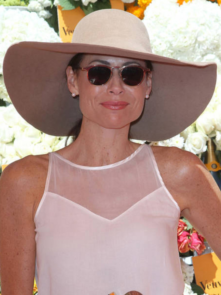 what-to-wear-pear-face-shape-style-haircut-sunglasses-hat-earrings-jewelry-minniedriver-studs.jpg