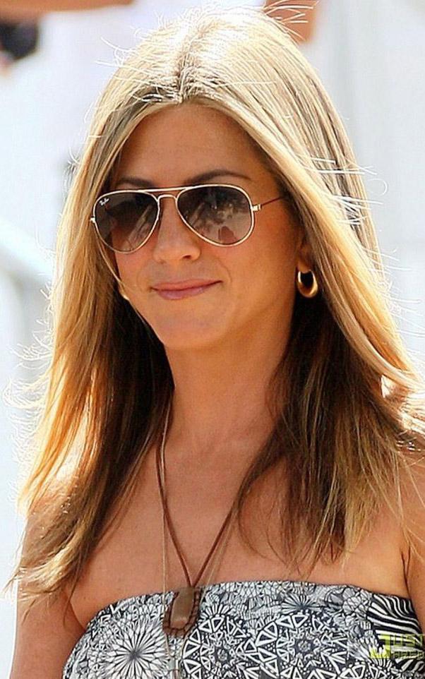 what-to-wear-pear-face-shape-style-haircut-sunglasses-hat-earrings-jewelry-jenniferaniston-aviators.jpg