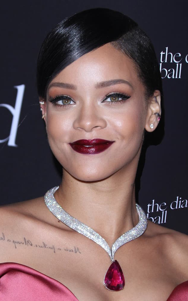what-to-wear-oblong-face-shape-style-haircut-sunglasses-hat-earrings-jewelry-rihanna-diamond-necklace-red-lips-updo-eyeliner.jpg