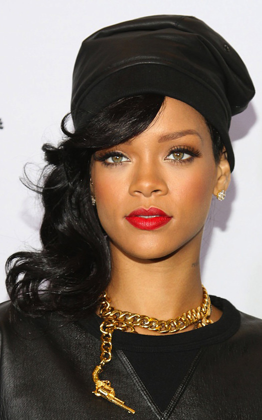 what-to-wear-oblong-face-shape-style-haircut-sunglasses-hat-earrings-jewelry-rihanna-chanel-hat-chain-necklace-black.jpg