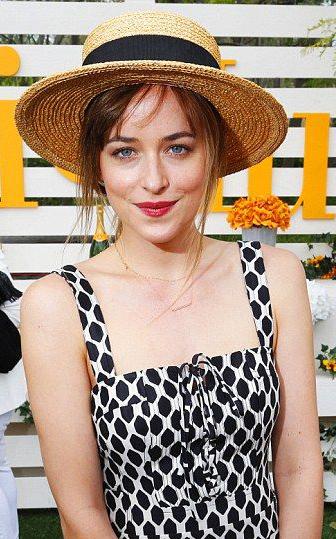 what-to-wear-oblong-face-shape-style-haircut-sunglasses-hat-earrings-jewelry-dakotajohnson-straw.jpg