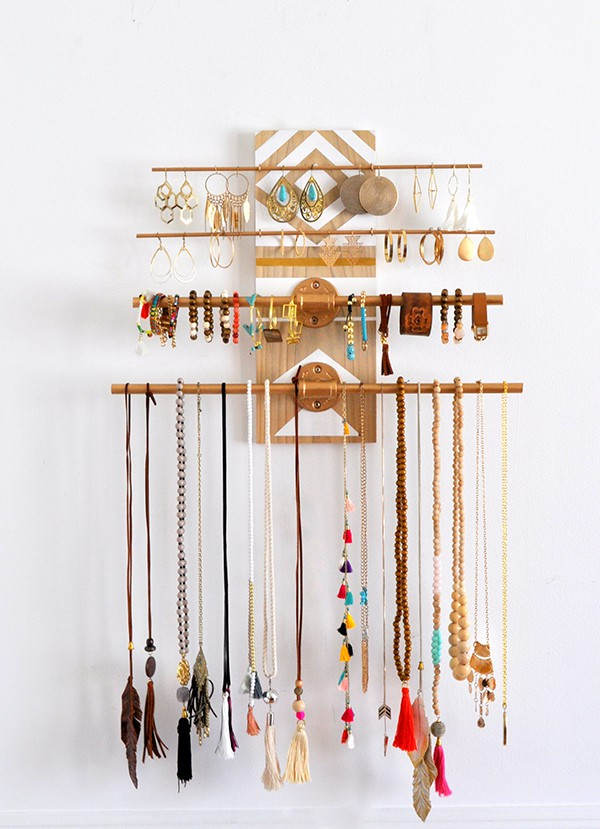 Organize your jewelry howtowear fashion pretty display how to organize jewelry closet wardrobe solutioingenieria Choice Image