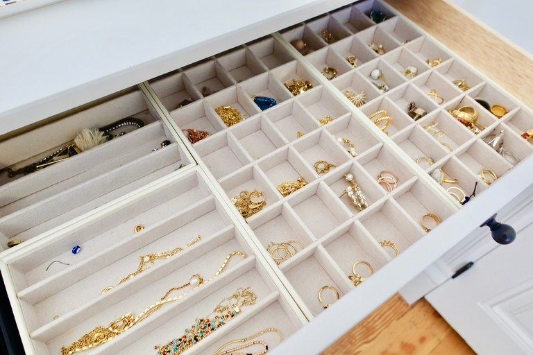 jewelry-drawers-how-to-organize-jewelry-closet-wardrobe-earrings-rings-necklaces-storage-felt-lined.jpg