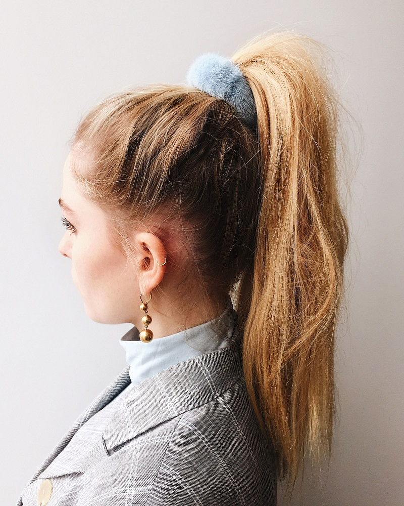 how-to-style-hair-accessories-scrunchies-hairstyles-ways-to-wear-blue-fuzzy-high-ponytail-80s.JPG