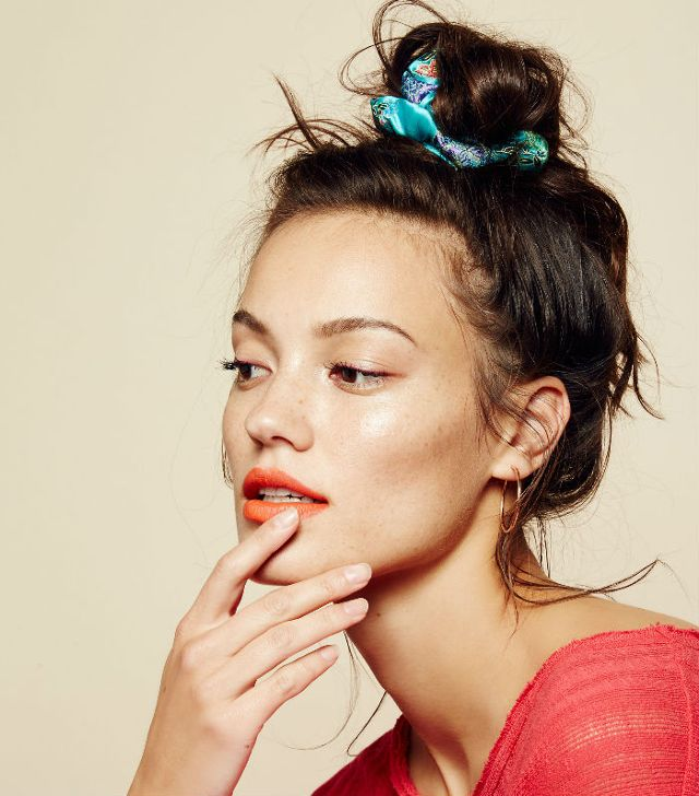 how-to-style-hair-accessories-scrunchies-hairstyles-ways-to-wear-ponytail-blue-messy.jpg