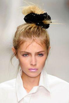 how-to-style-hair-accessories-scrunchies-hairstyles-ways-to-wear-ponytail-bun-high-runway-black-blonde.jpg