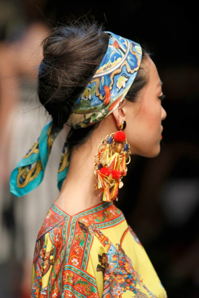 how-to-style-hair-accessories-scarf-scarves-bandana-silk-dolcegabbana-springsummer-frenchtwist.jpg