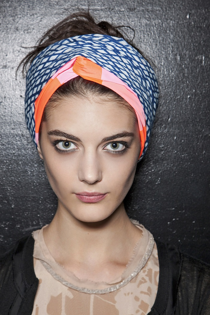 how-to-style-hair-accessories-scarf-scarves-bandana-silk-turban-with-messy-bun-or-ponytail.jpg