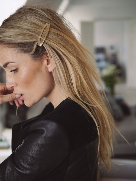 one-side-how-to-style-hair-accessories-clip-barrettes-blonde-long.jpg