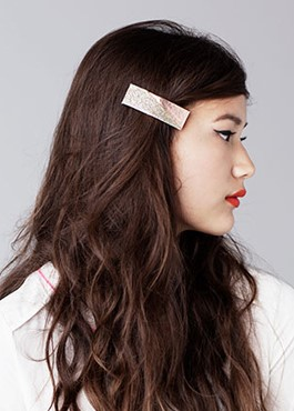 one-side-how-to-style-hair-accessories-clip-barrettes-deepsidepart.jpg