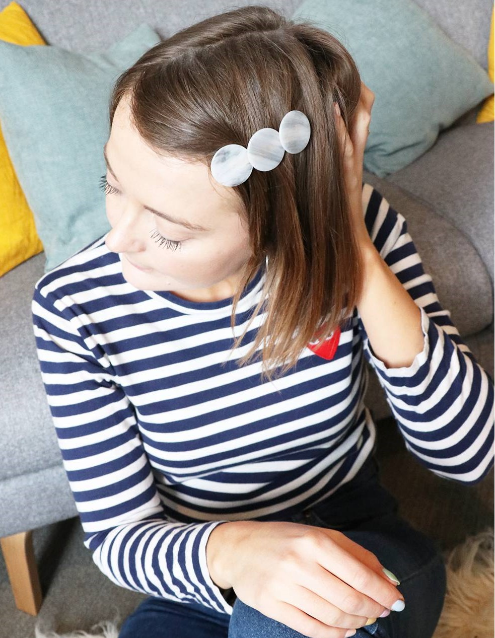 one-side-how-to-style-hair-accessories-clip-barrettes-pearl-deepsidepart.jpg