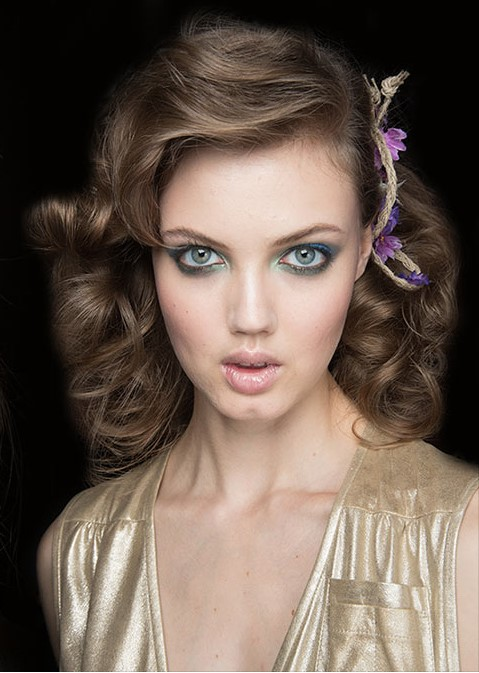 one-side-how-to-style-hair-accessories-clip-barrettes-spring_summer_2016_hair_accessory_trends-floral-wavy.jpg