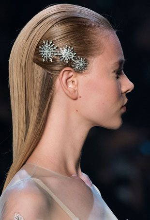 both-side-how-to-style-hair-accessories-clip-barrettes-brooch-sleek-smoothedback-blonde.jpg