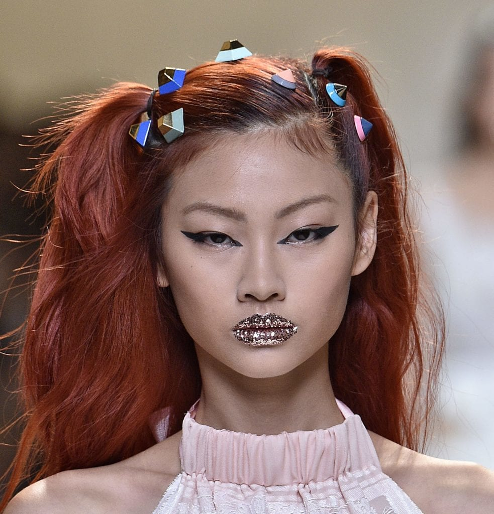 both-side-how-to-style-hair-accessories-clip-barrettes-fendi-ss17-hair-accessories-trend.jpg