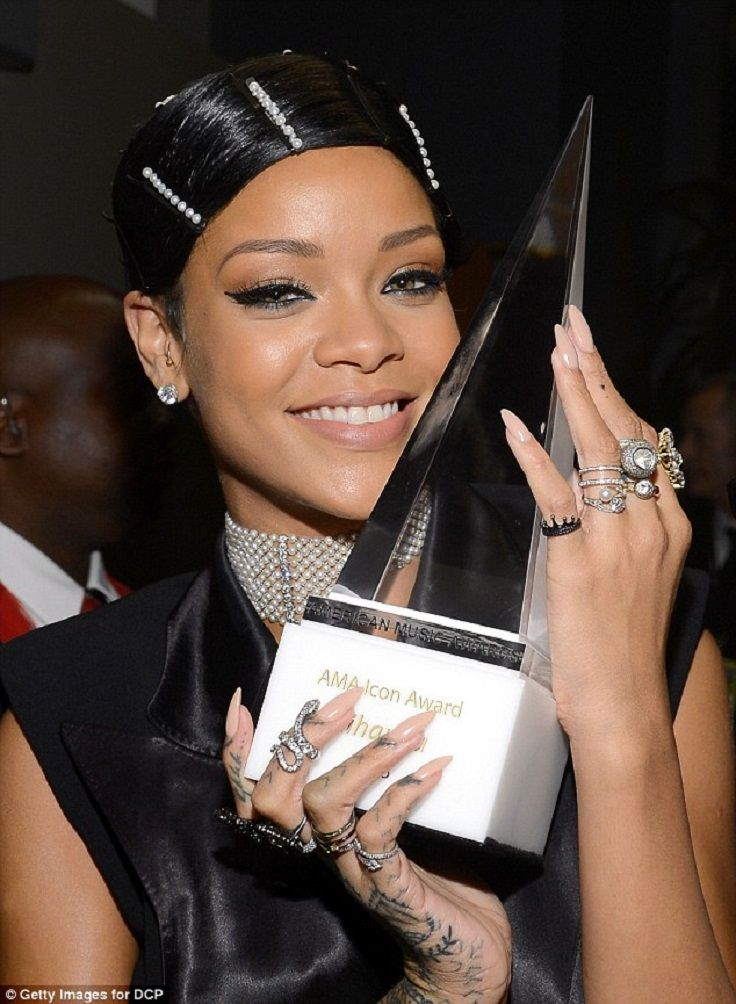both-sides-how-to-style-hair-accessories-clip-barrettes-rihanna-bobby-pins.jpg